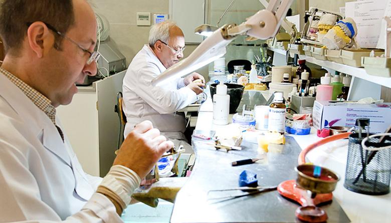 Doctores Navajas Laboratorio Dental Asociado Granada
