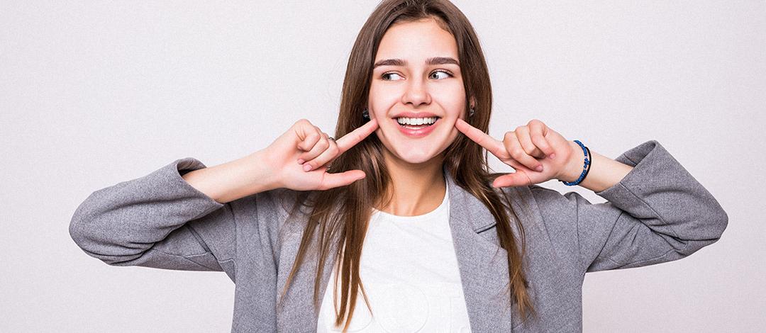 Hábitos comunes que pueden deteriorar nuestra salud bucal